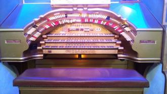 Stephen Austin Plays The Wurlitzer Theatre Organ